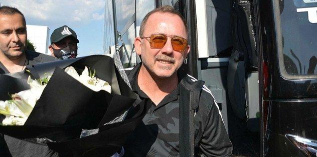 Beşiktaş'a Kayseri'de çiçekli karşılama