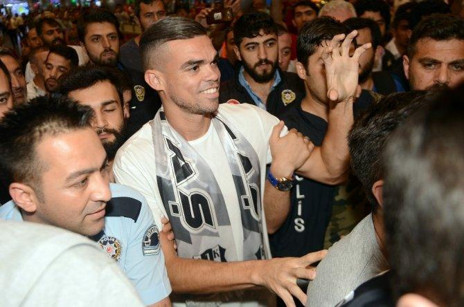 Pepe havaalanında şaşkına döndü!