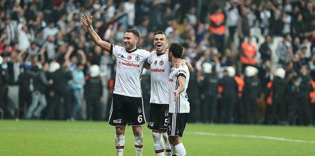 Beşiktaş'a Pepe ve Tosic'ten kötü haber!