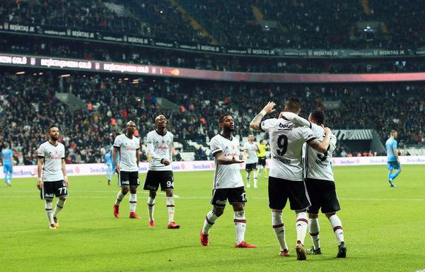Beşiktaş'ta 10 oyuncunun bileti kesildi!