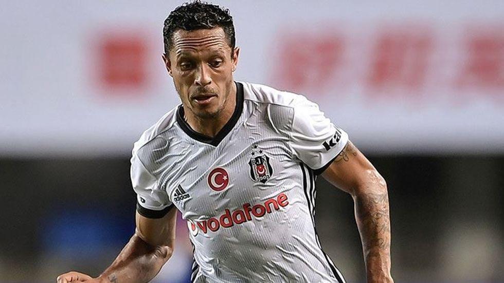 Beşiktaşlı Adriano'ya sürpriz teklif!