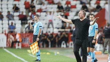 Altay Beşiktaş maçında Pjanic'in sakatlığı sonrası Sergen Yalçın'ın dikkat çeken görüntüsü...