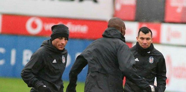 Beşiktaş, ayağının tozu ile derbi hazırlıklarına başladı