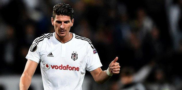 Beşiktaş'ın eski golcüsü Mario Gomez futbolu bırakıyor!