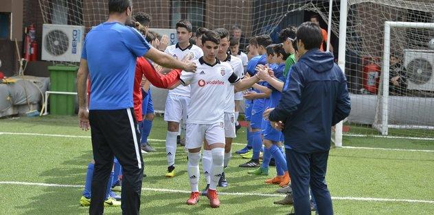 Beşiktaş'ın şampiyon U14 takımına alkışlı karşılama