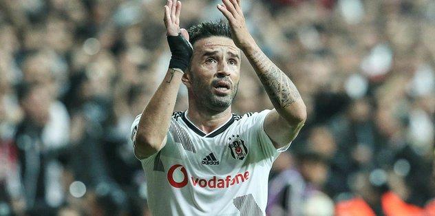 Beşiktaş'ta Gökhan Gönül Başakşehir karşılaşmasında cezalı duruma düştü
