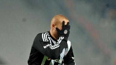 Gökhan Töre resmen Beşiktaş'ta! Lisansı çıkarıldı